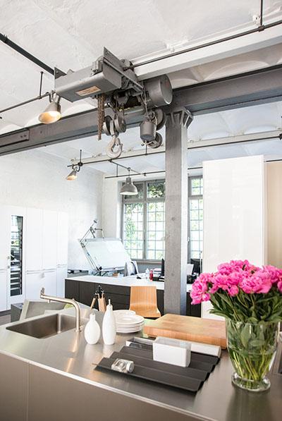 Besuchen sie uns in unserem hambuger küchen studio und lassen sie sich von unserer austellung inspirieren unser team steht ihnen bei allen fragen beratend